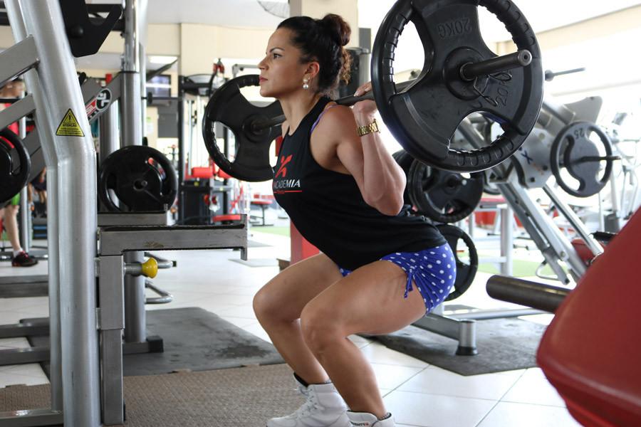 フリー写真, CC0 写真, 人物(写真), 女性(写真), 外国人女性, ポートレイト, 運動, バーベル, 重量挙げ, ウエイトリフティング, 筋トレ, フィジカルトレーニング, スポーツクラブ, スポーツジム