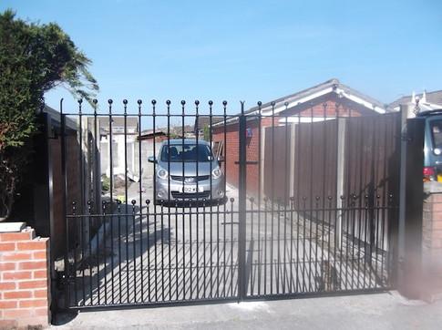 Estate Gate 11