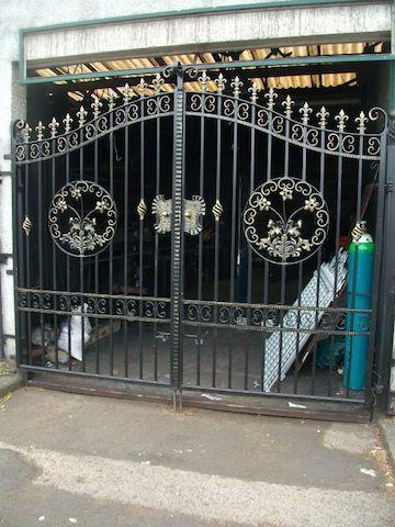 Estate Gate 12