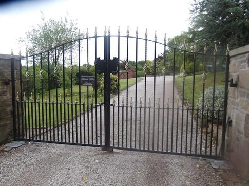 Estate Gate 14