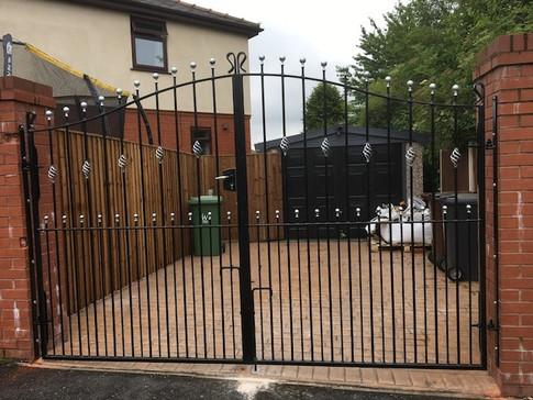 Estate Gate 13