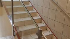 מעקה נירוסטה לחדר מדרגות