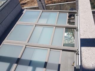 פרגולה חשמלית עם זכוכית בידודית חלבית. הרכבה בקומה 27