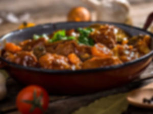 גולש הונגרי וירקות - מנות בשריות מהמטבח החם של קייטרינג איט איט