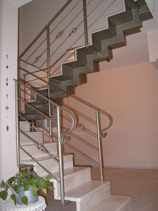 בניית גרם מדרגות לתוספת בנייה