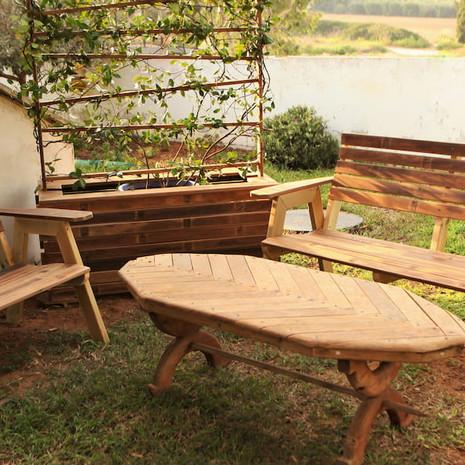 פינת ישיבה סרגלי עץ איפאה ממוחזר