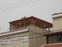 מרפסת שמש עם גג רעפים