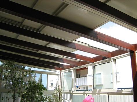 מראה גג הזזה חשמלי מהמרפסת
