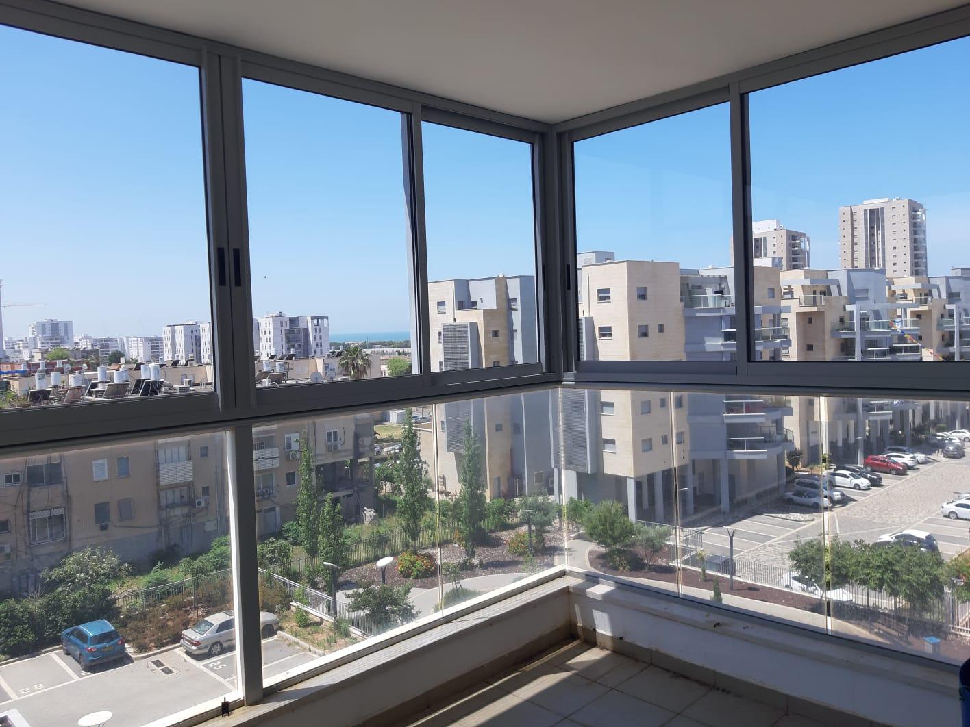 סגירת מרפסת עם חלונות אלומיניום