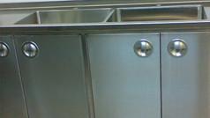 ארונות נירוסטה עם כיורים למעבדה