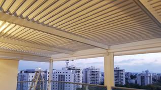 פרגולה נפתחת מאלומיניום למרפסת שמש