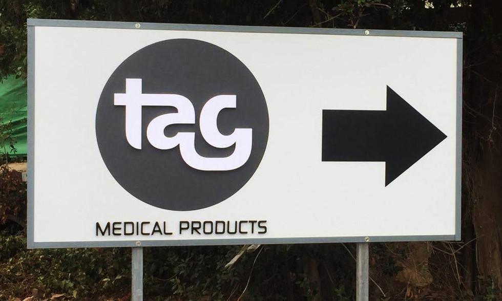 שלט אותיות מובלטות עבור TAG