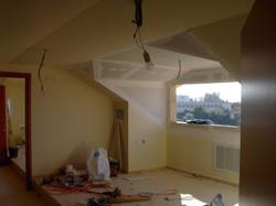 עיצוב חדר מגורים עם מרפסת