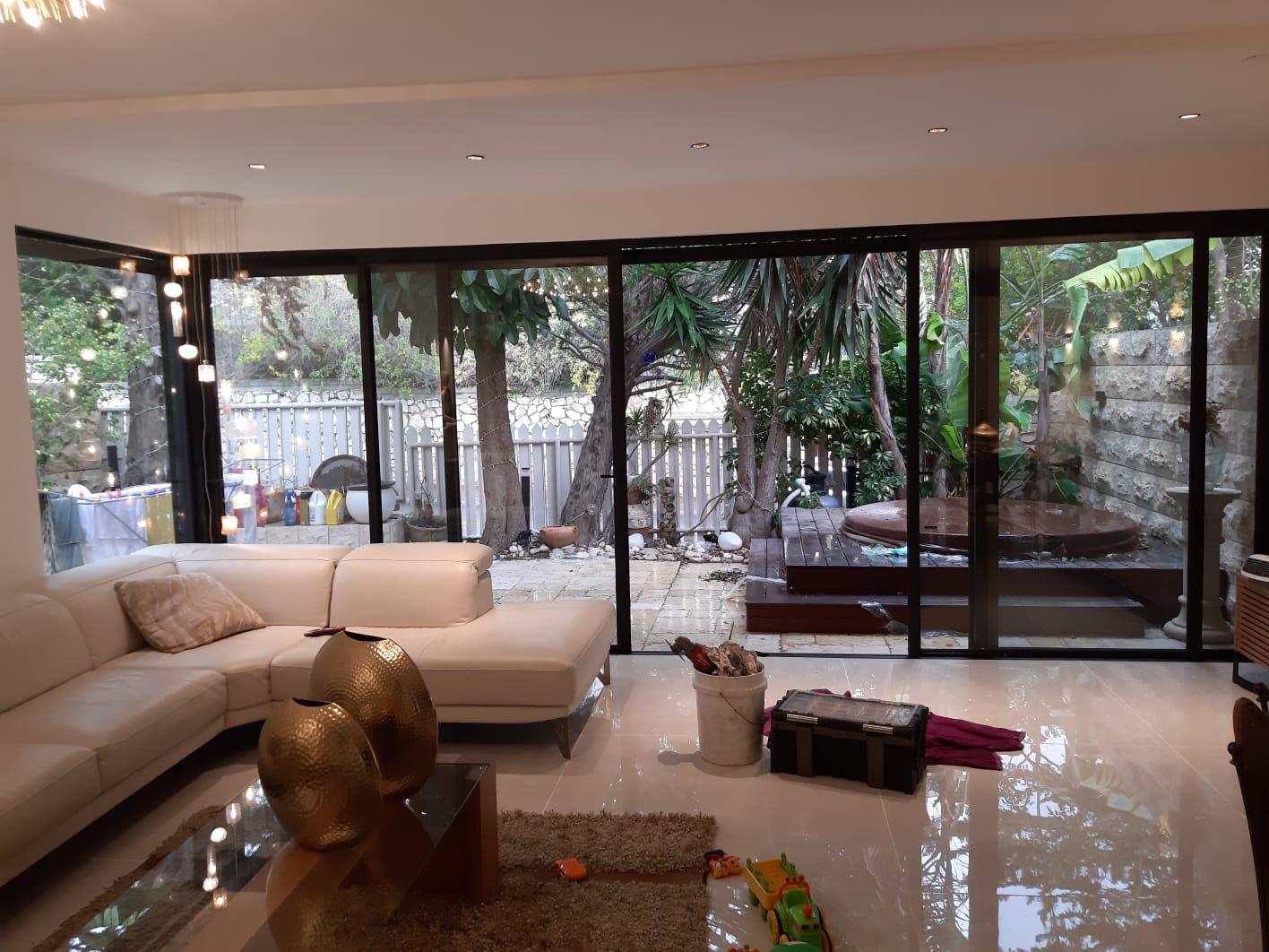 חלונות בלגיים לסלון