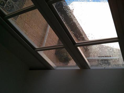 גג הזזה חשמלי עם זיגוג זכוכית שקופה