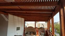 פרגולת עץ למרפסת גג