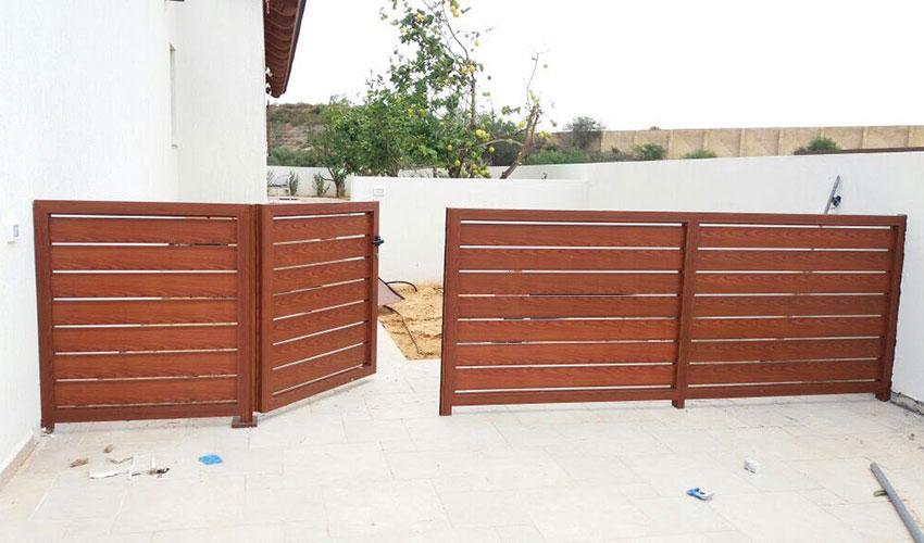 גדר אלומיניום משלובת שער