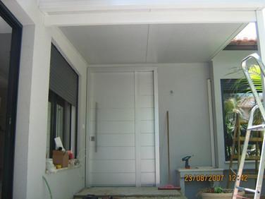 תוספת גג מבודד במפתן הבית
