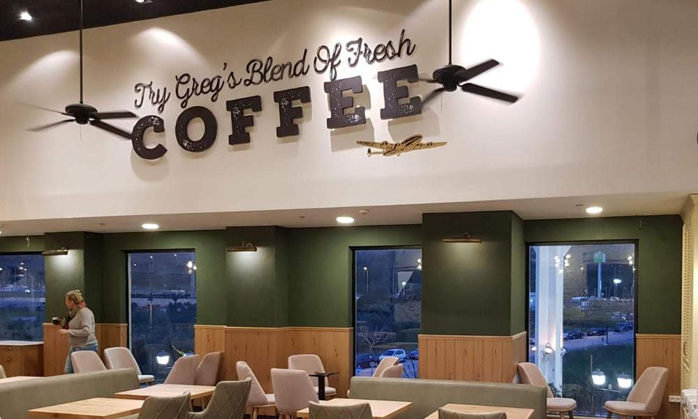 שילוט פנים מעוצב עבור בית קפה