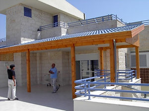 בניית גג רעפים למרפסת