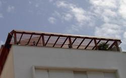 בניית פרגולה למרפסת במגוון סגנונות