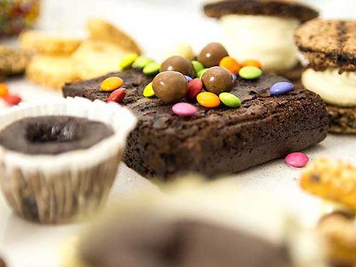 מגש קינוחים חלביים - חולה שוקולד - מגשי אירוח מתוקים של איט איט