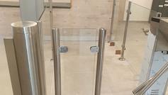 גדרות נירוסטה וזכוכית