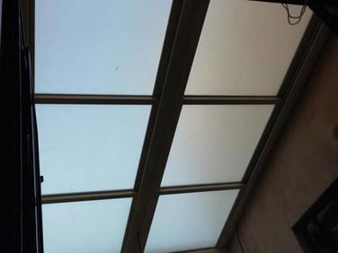גג הזזה חשמלי מזכוכית