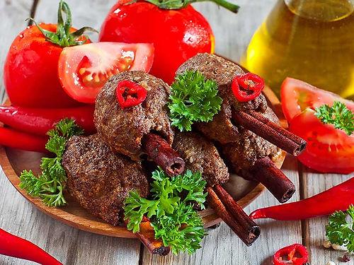 קבב על מקל קינמון - מנות בשריות מהמטבח החם של קייטרינג איט איט