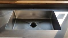 התקנת כיור נירוסטה למטבח פרטי