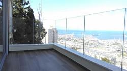 מעקה מזכוכית למרפסת שמש בחיפה