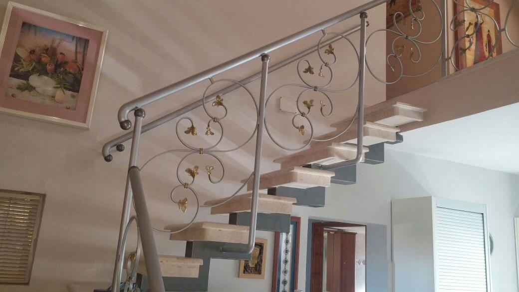 בניית מדרגות לקומה השניה