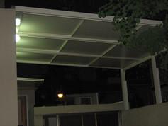 גג פתיחה חשמלי עם זיגוג זכוכית חלבית