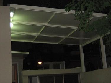 גג הזזה חשמלי עם זיגוג זכוכית חלבית