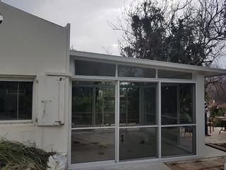 סגירת מרפסת עם חלונות