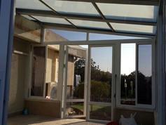 גג הזזה חשמלי לתוספת חדר