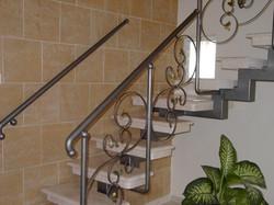 בניית מדרגות - שלד מתכת