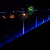 מעקות זכוכית עם תאורת לד