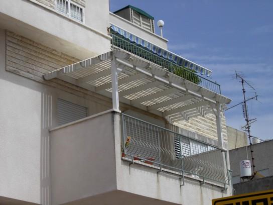 פרגולה במרפסת