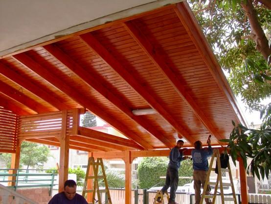 בניית גג רעפים במרפסת