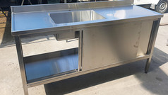 שולחן עבודה נירוסטה עם כיור למטבח מוסדי