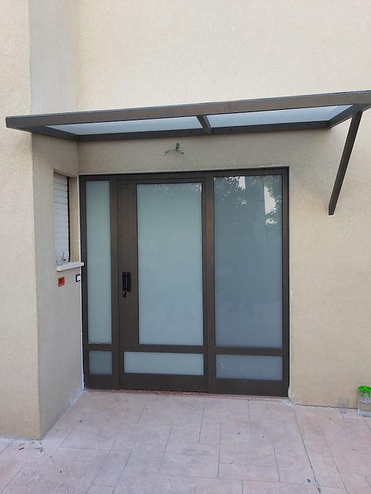דלתות אלומיניום משולבות זכוכית