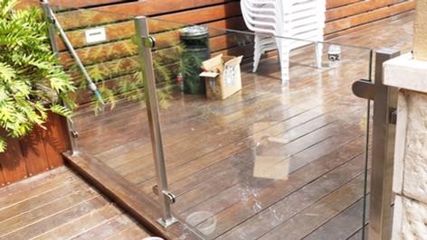 גדר זכוכית ונירוסטה