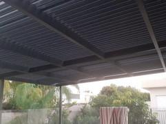 פרגולה חשמלית סגורה למרפסת גג