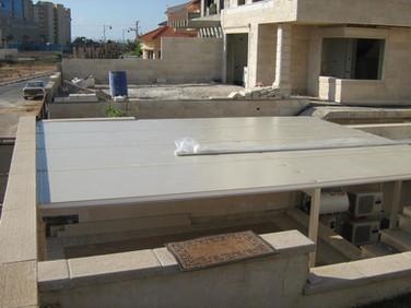 גג מבודד לפרגולת אלומיניום