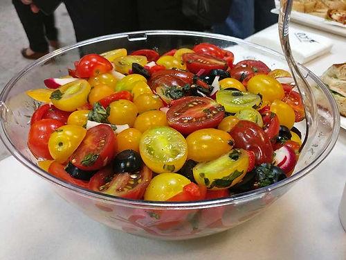 סלט קפרזה עגבניות שרי פרווה - סלטים של קייטרינג איט איט