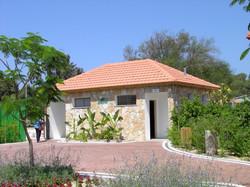 בניית גג רעפים למבנה ציבורי