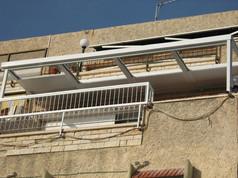 פרגולה עם גג פתיחה חשמלי