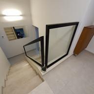 מעקה מדרגות מזכוכית למדרגות פנימיות