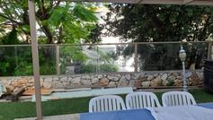 גדר אלומיניום משולב זכוכית